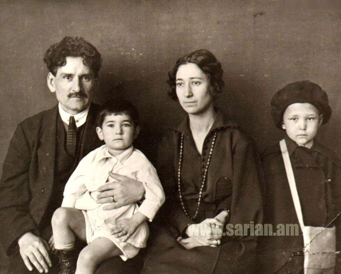 Мартирос Сарьян с супругой Лусик и сыновьями